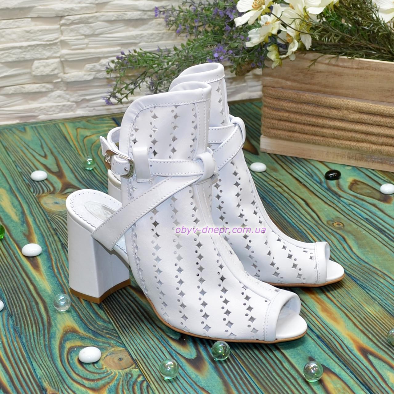 Босоножки белые женские кожаные на устойчивом каблуке. 38 размер