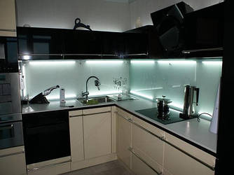 Прозрачные кухонные фартуки (прозрачные скинали)