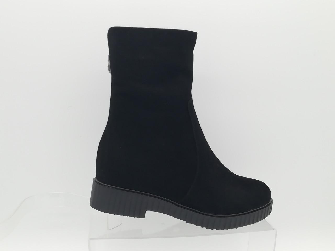 Черные замшевые  зимние ботиночки на толстой подошве. Erisses. Маленькие (33 - 35) размеры.