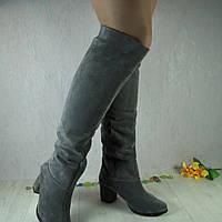 Женские сапоги из натуральной замши, серого цвета, на средней высоты каблуке.