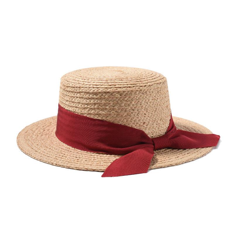 Женская соломенная шляпа канотье с бордовой ленточкой.