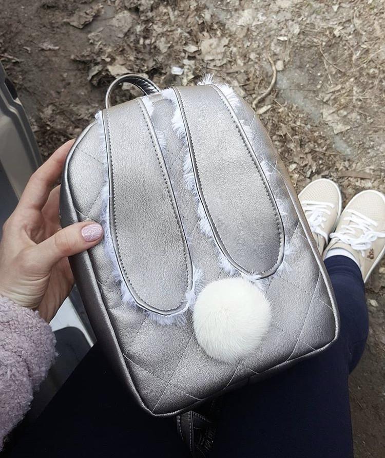 Серебристый кожаный рюкзак зайчик с ушками E021