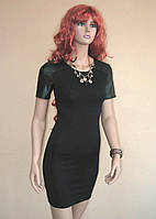 Выразительное черное платье с вставками из эко-кожи на плечах и рукавах