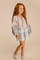 Детская вышитая блузка для девочки украшена вышивкой светло-серая