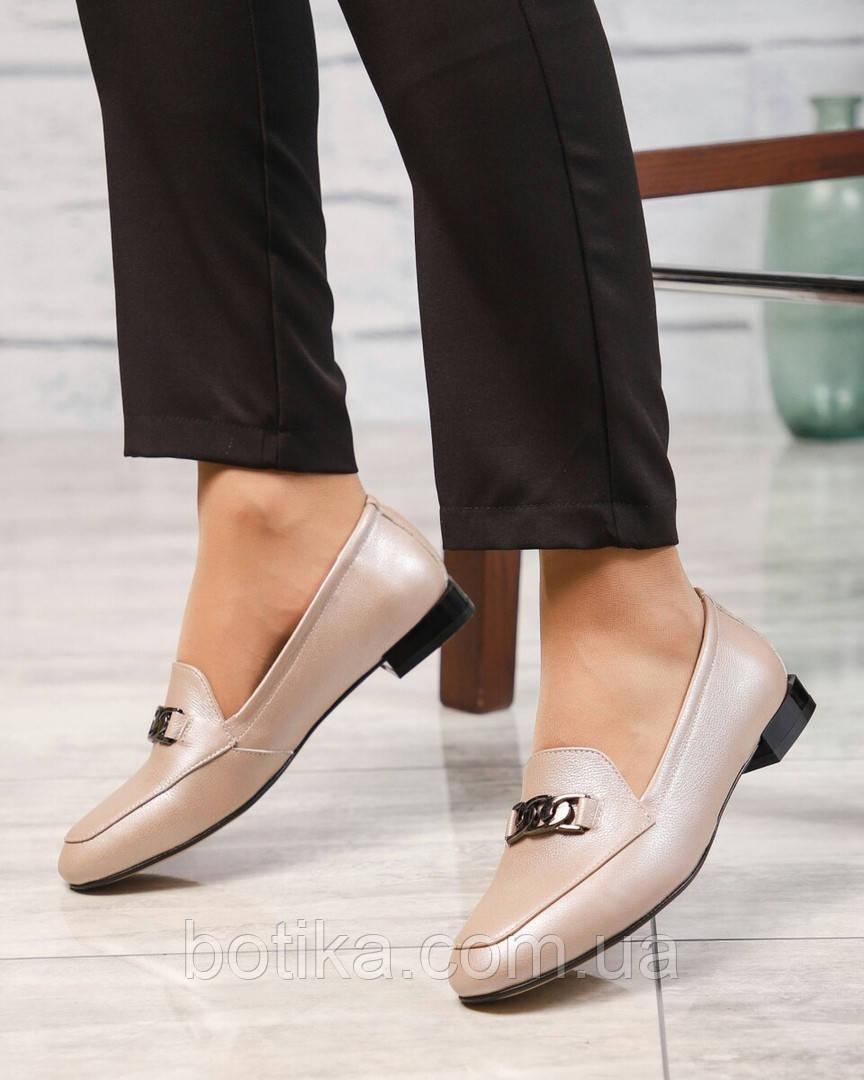 Шикарные бежевые кожаные туфли лоферы с декором