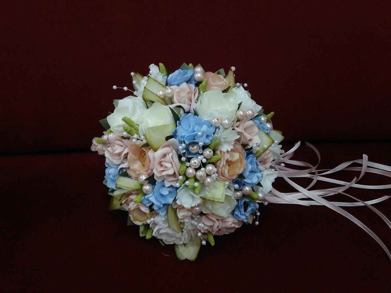 Свадебный букет-дублер из пионов и роз молочный с пудровым и голубым