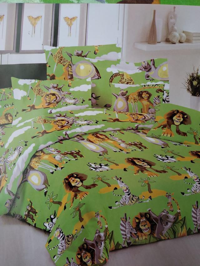 """Детский полуторный комплект постельного белья """"Мадагаскар"""" на зелёном фоне"""