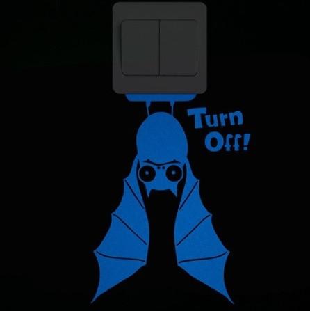 """Светящаяся наклейка """"Летучая мышь"""" - размер 20*14см, (впитывает свет и светится в темноте голубым)"""