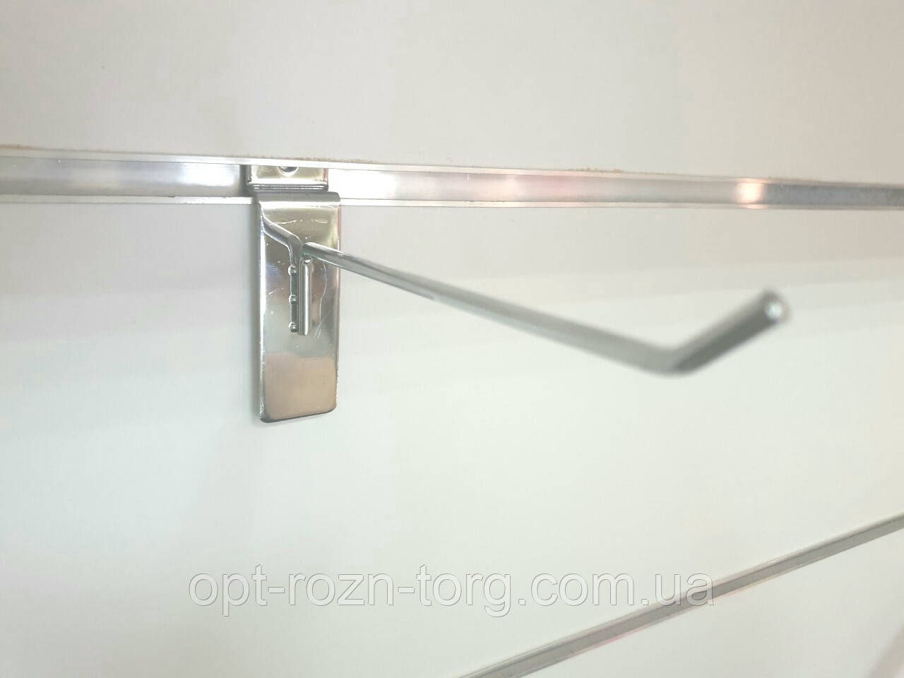 Крючок хромированный в экономпанель 10 см. (4 мм)