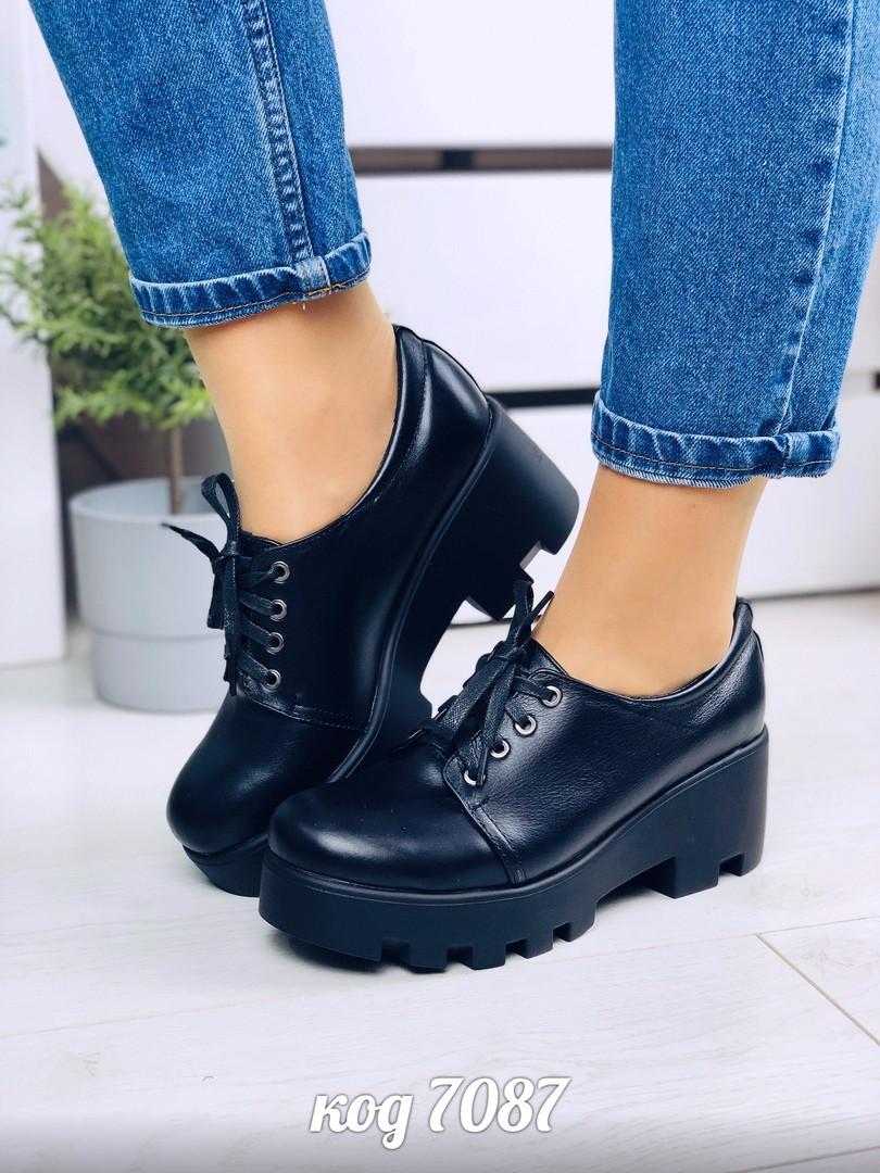 Женские броги туфли на тракторной подошве и каблуке из натуральной кожи черного цвета на шнурках