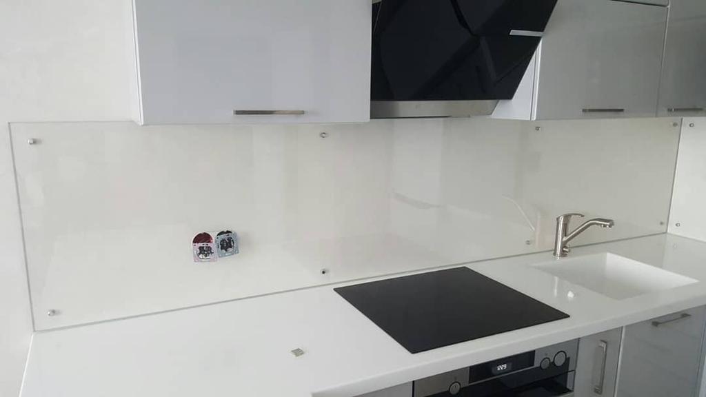 Кухонный фартук из прозрачного стекла - установка в Днепре
