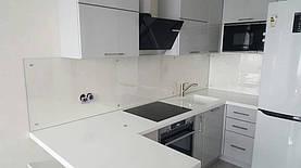 Кухонный фартук из прозрачного стекла - установка в Днепре 3