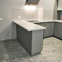 Прозрачный фартук - установка на кухне в Днепре 1