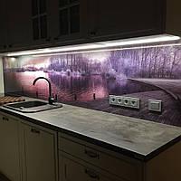 Рабочая стенка на кухне из стекла - озеро