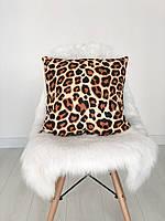 Декоративная подушка велюровая с принтом леопардовым
