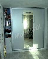 Шкаф-кровать-трансформер c зеркалом.