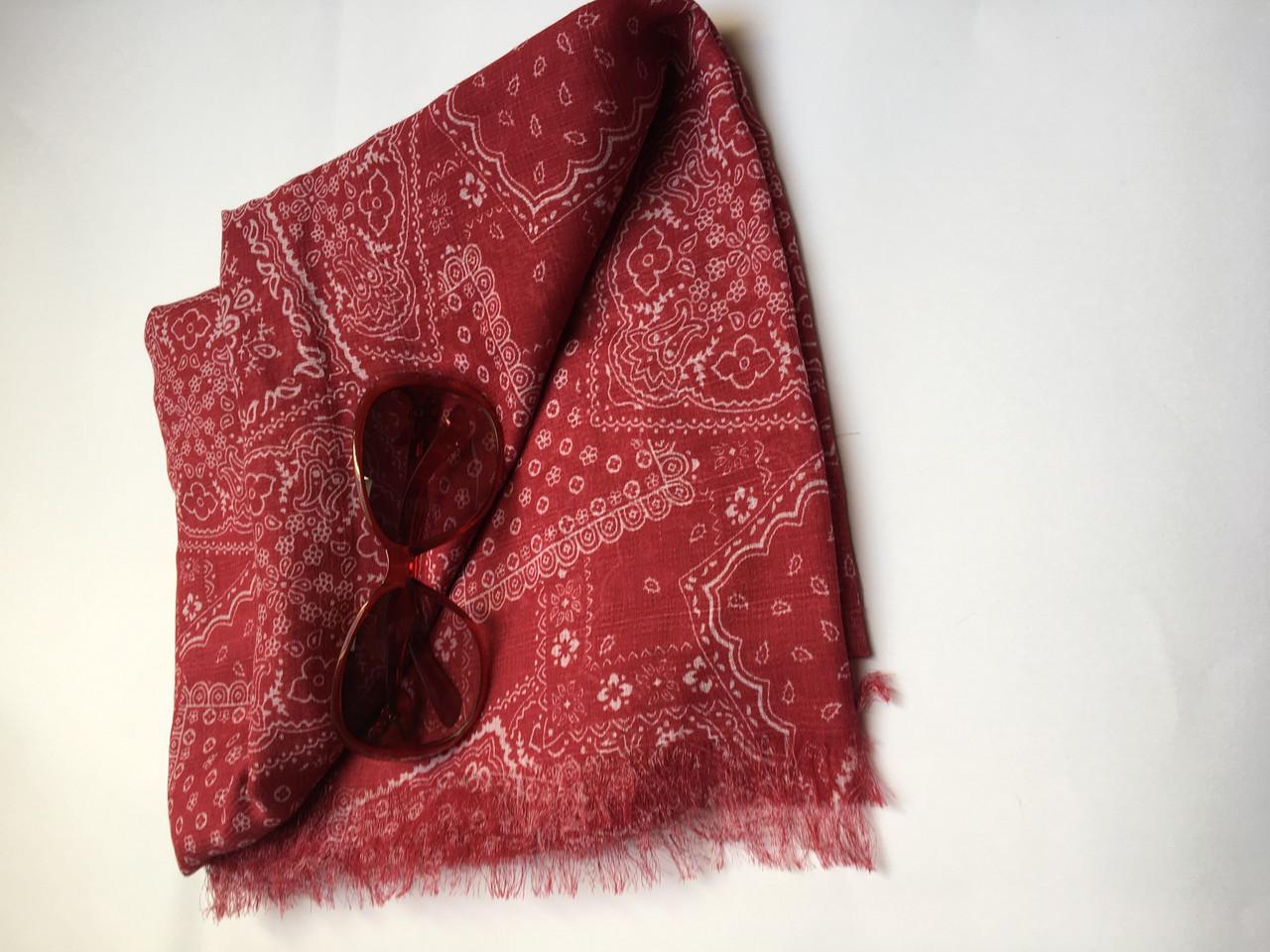 Шарф женский  весна-лето бордовый в орнамент C&A