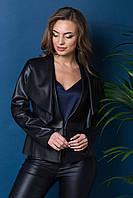 Куртка из эко-кожи черная.