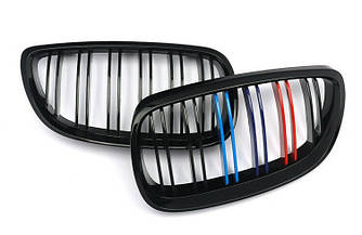 Решетка радиатора BMW E92 ноздри (06-10) дорестайл стиль M3 (черный глянц + колор)