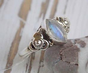 Индийское серебряное кольцо с лунным камнем 18 размер