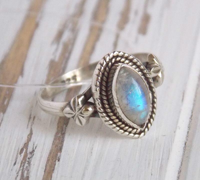 """Индийское серебряное кольцо с лунным камнем в форме """"маркиз"""" 18"""