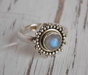 Серебряное кольцо в этностиле с лунным камнем 16 размер