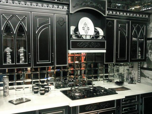 Кухонный набор в темном стиле