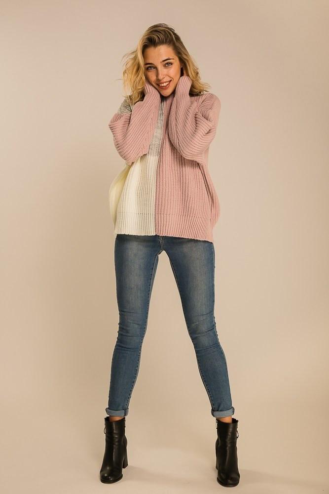 Женский свитер из крупной вязки лиловый