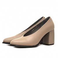 Стильные женские кожаные туфли бежевого цвета на устойчивом каблуке высотой 7,5 см.