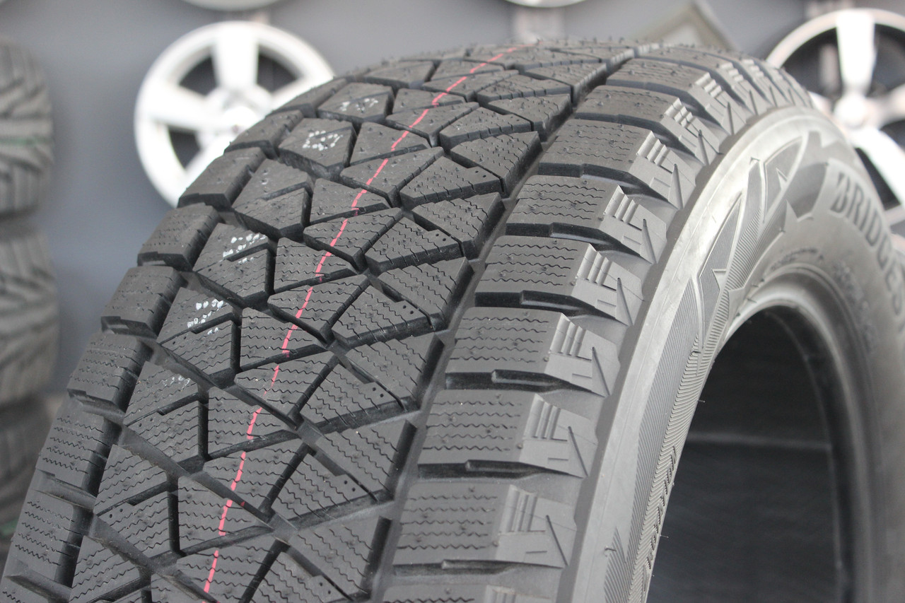 265/50R19   Bridgestone Blizzak DM-V2 110T XL (Япония 2020г)
