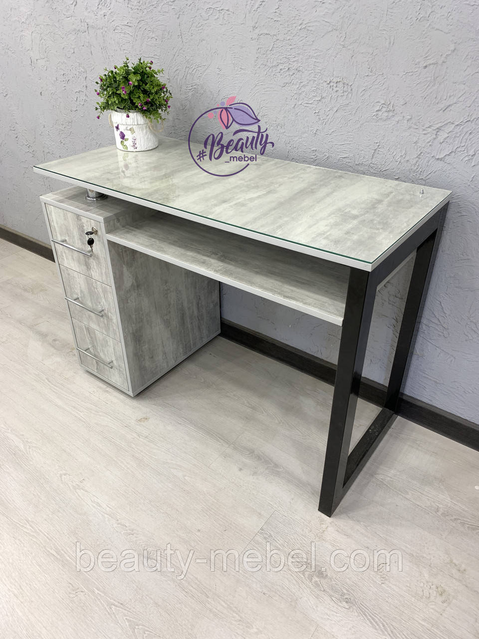 Маникюрный столик с железной ножкой, цвет урбан лайт