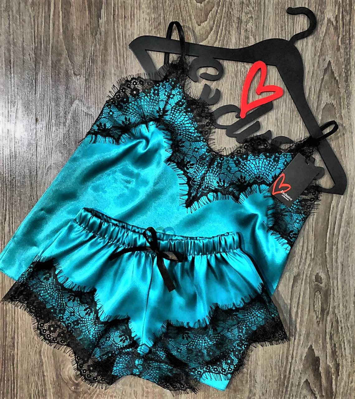 Бирюзовая атласная пижама майка и шорты с кружевом 002-1.