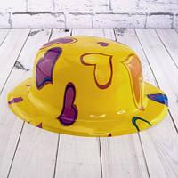 Шляпа Котелок пластик с принтом Сердечки