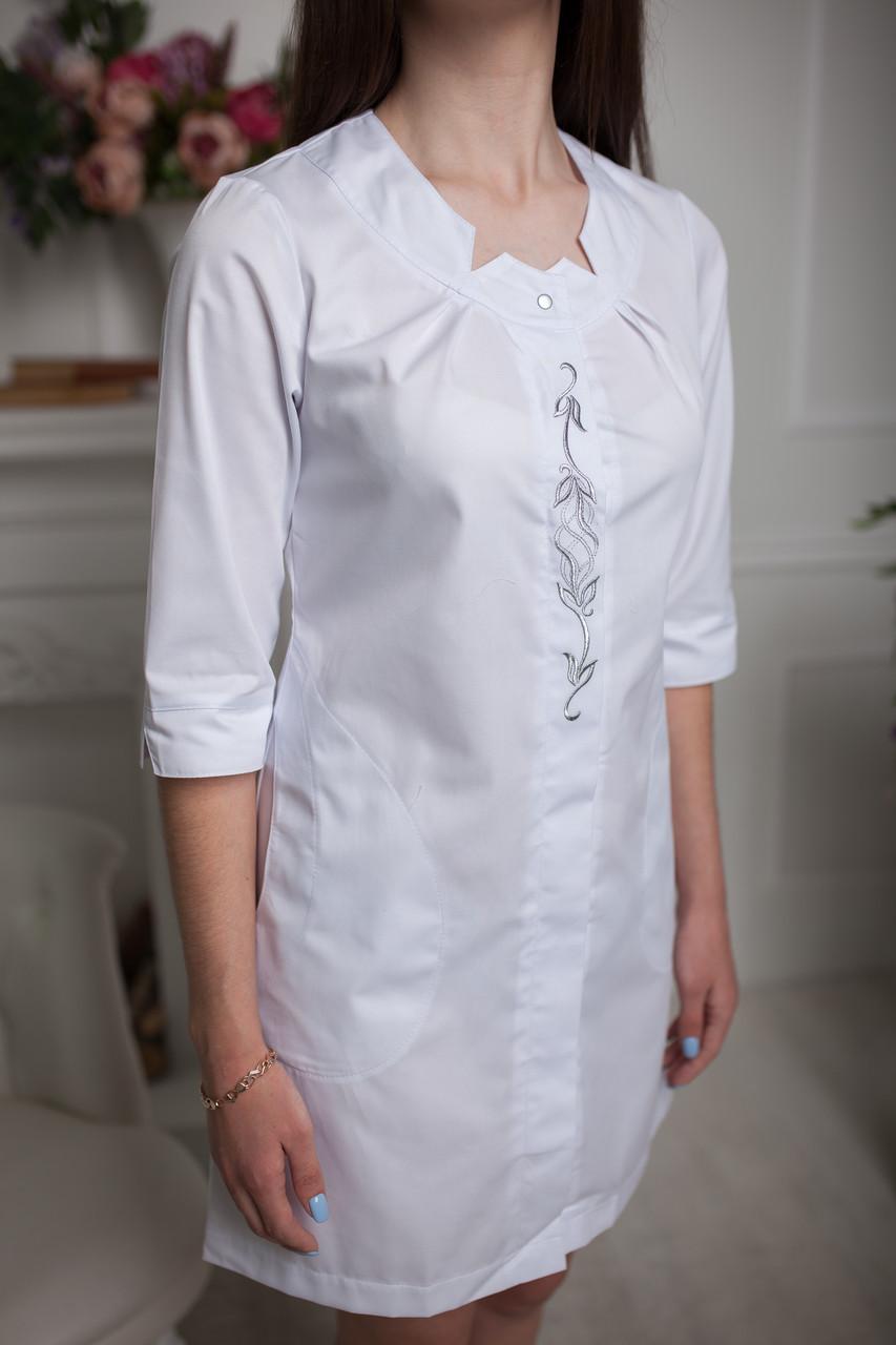 """Жіночий медичний халат """"Жизель"""" з вишивкою"""