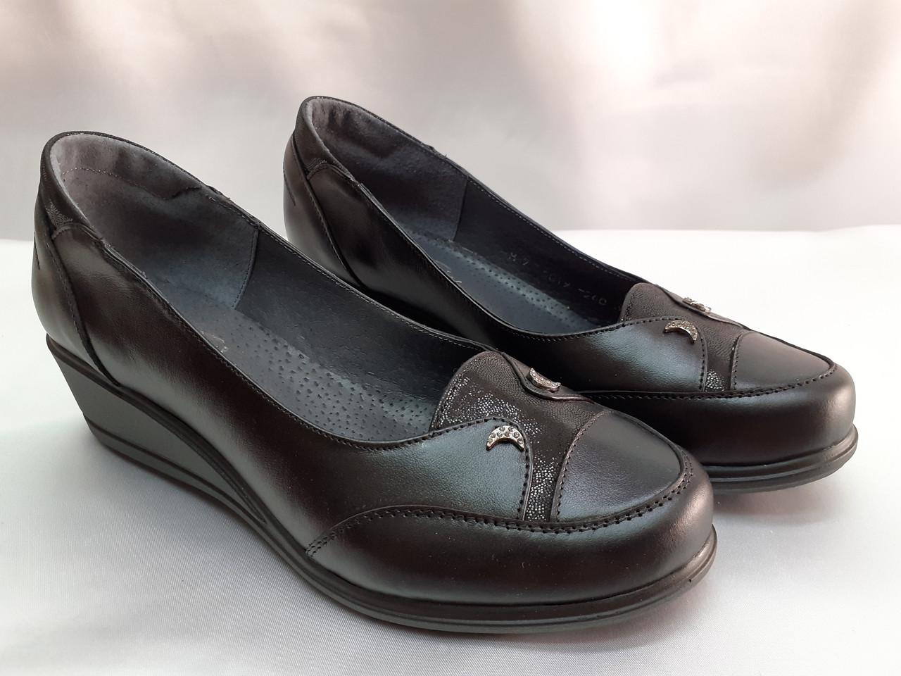 Комфортные кожаные туфли на танкетке больших размеров Romax