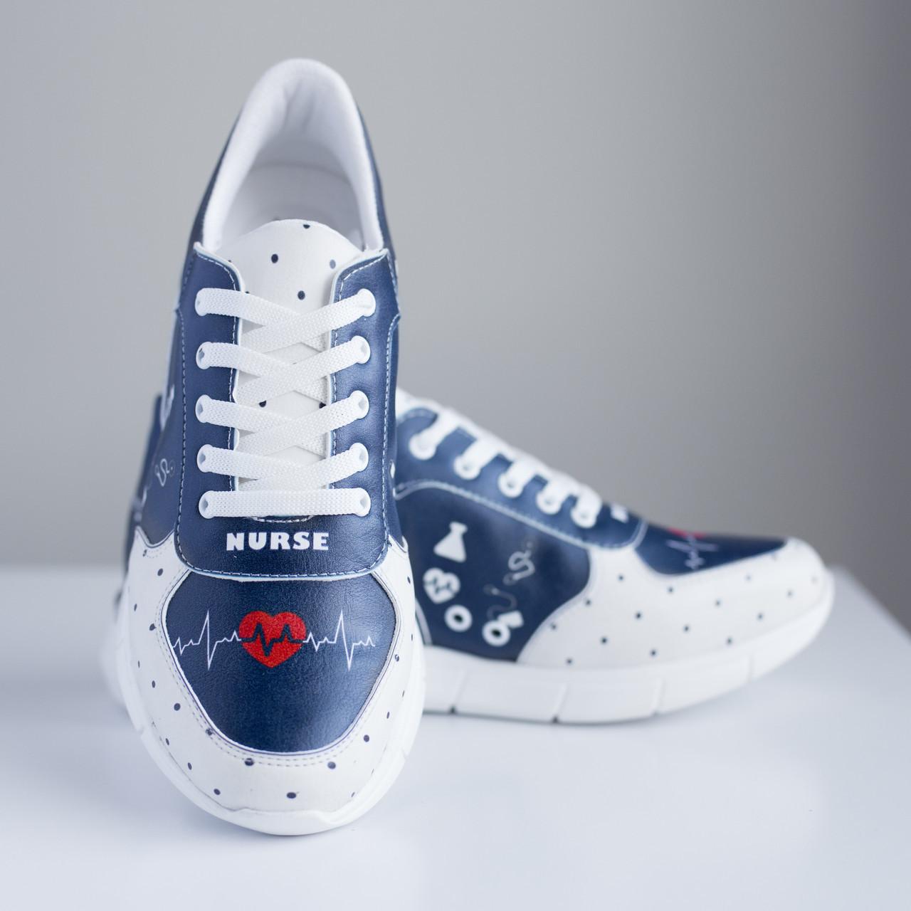Жіночі медичні кросівки