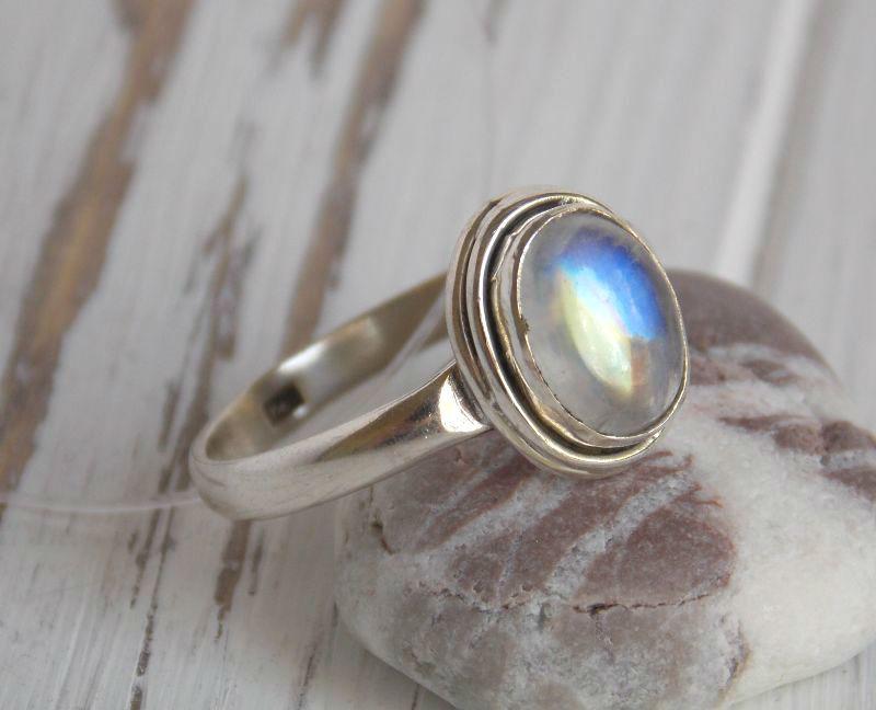 Серебряное кольцо 19 размера с лунным камнем №1