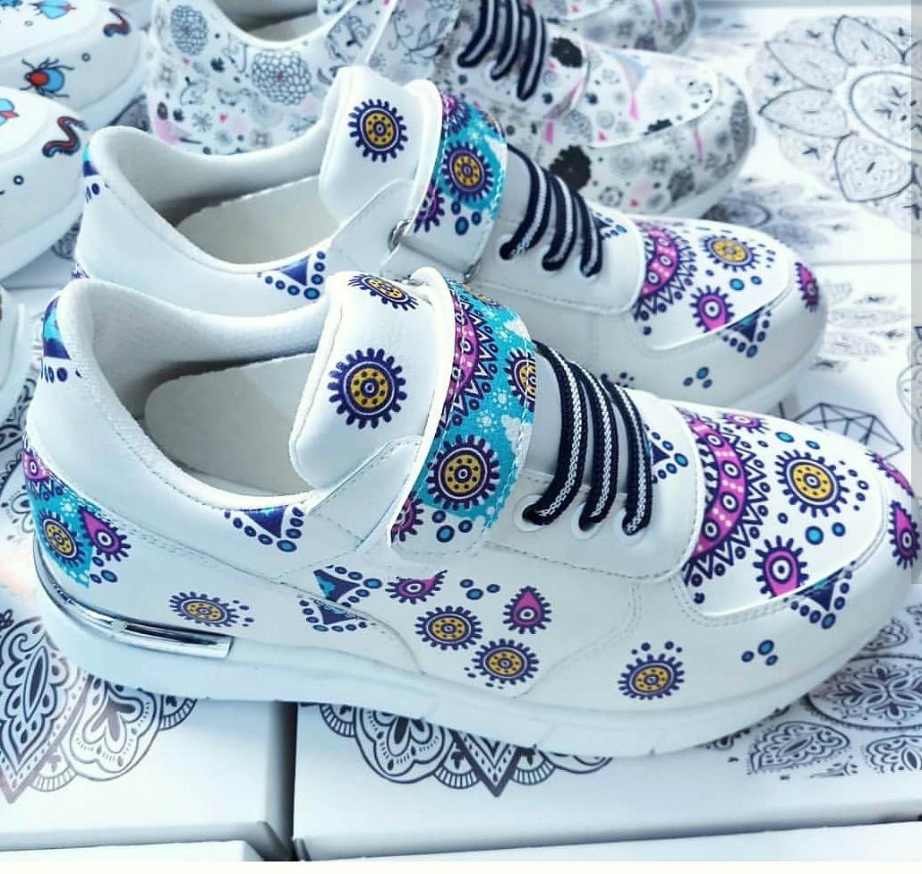 Медичні кросівки