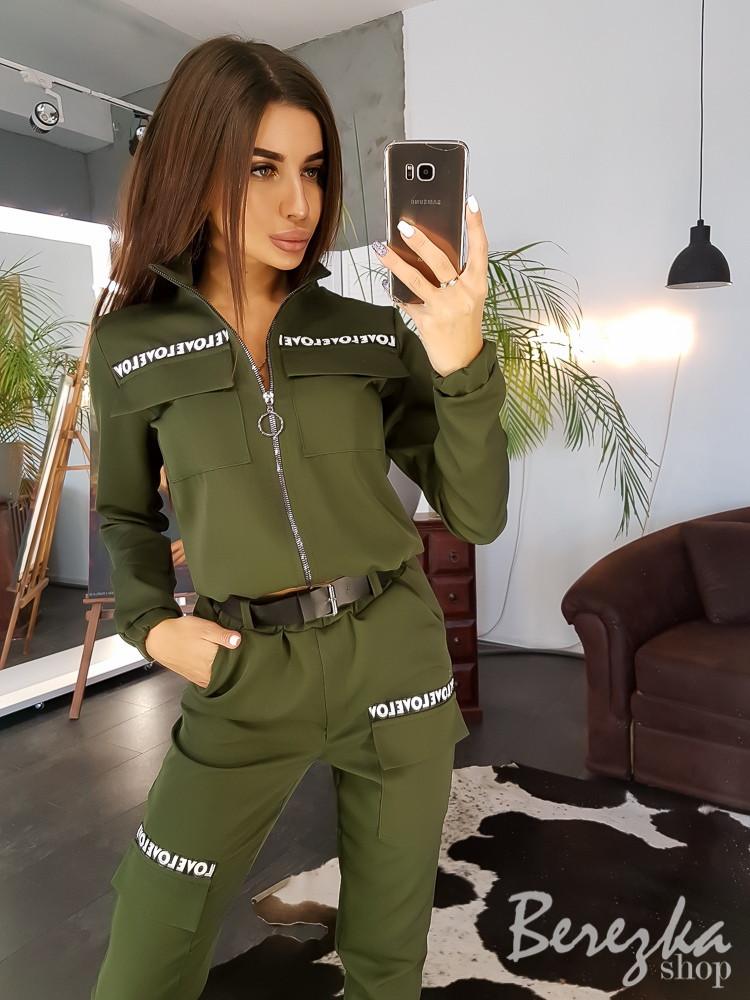 Женский брючный костюм в стиле милитари со штанами на манжетах vN2065