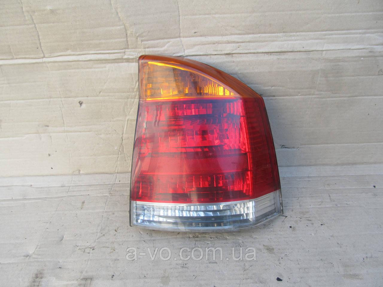 Фонарь стоп задний правый для Opel Vectra C седан, 13130644