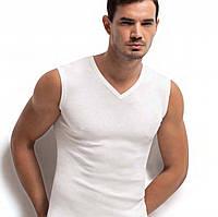 Стильная мужская футболка с V-образным вырезом