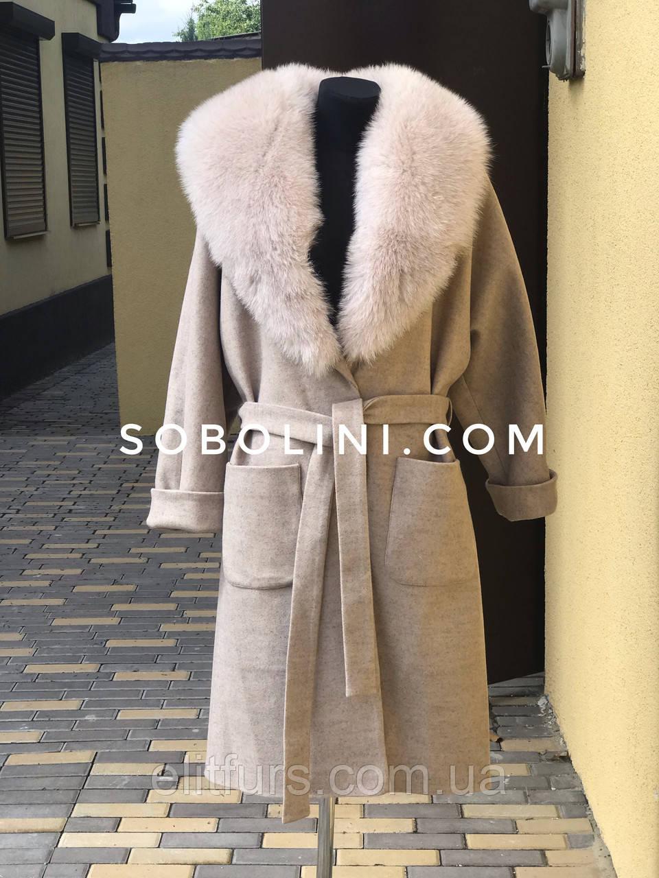 Пальто в наличии с воротником из песца