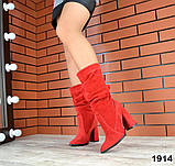 Шикарные красные демисезонные замшевые сапоги на каблуке, фото 4