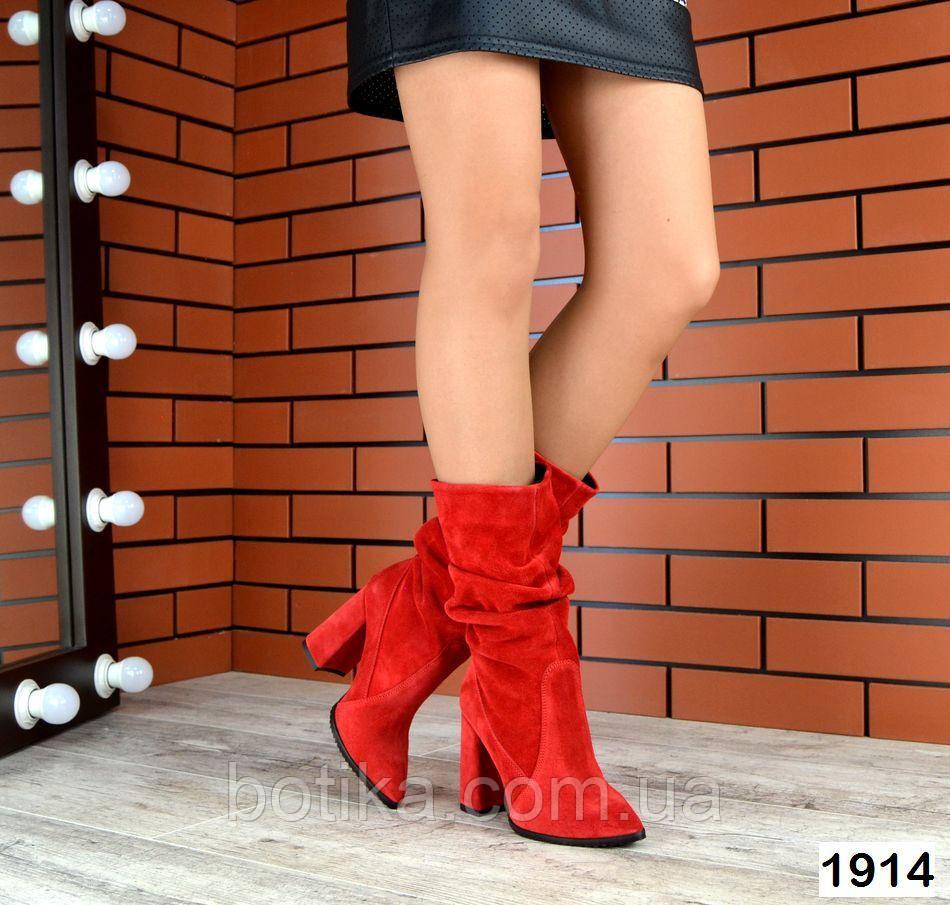 Шикарные красные демисезонные замшевые сапоги на каблуке