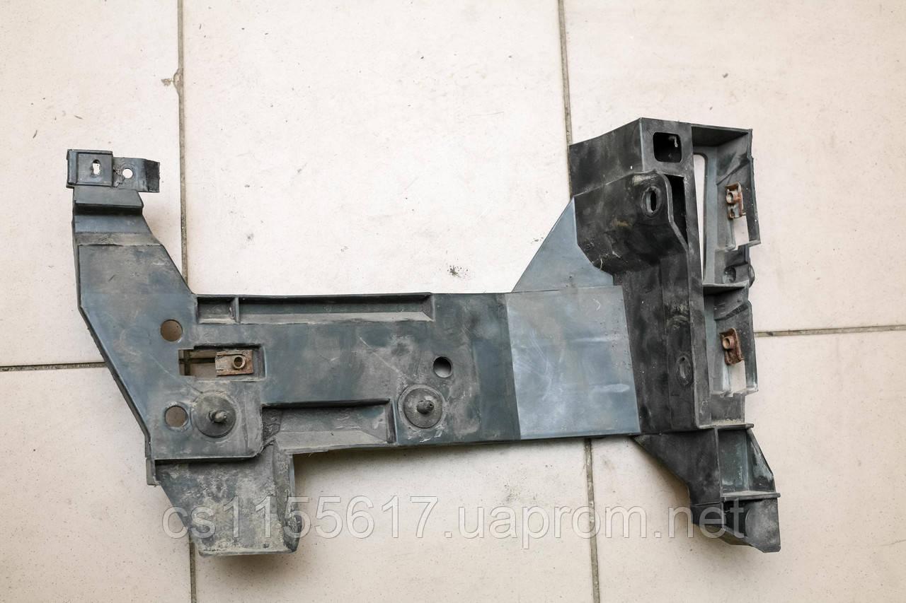 Крепление заднего клыка бампера правое Renault Master Opel Movano Nissan Interstar 1998-2010 7700352212