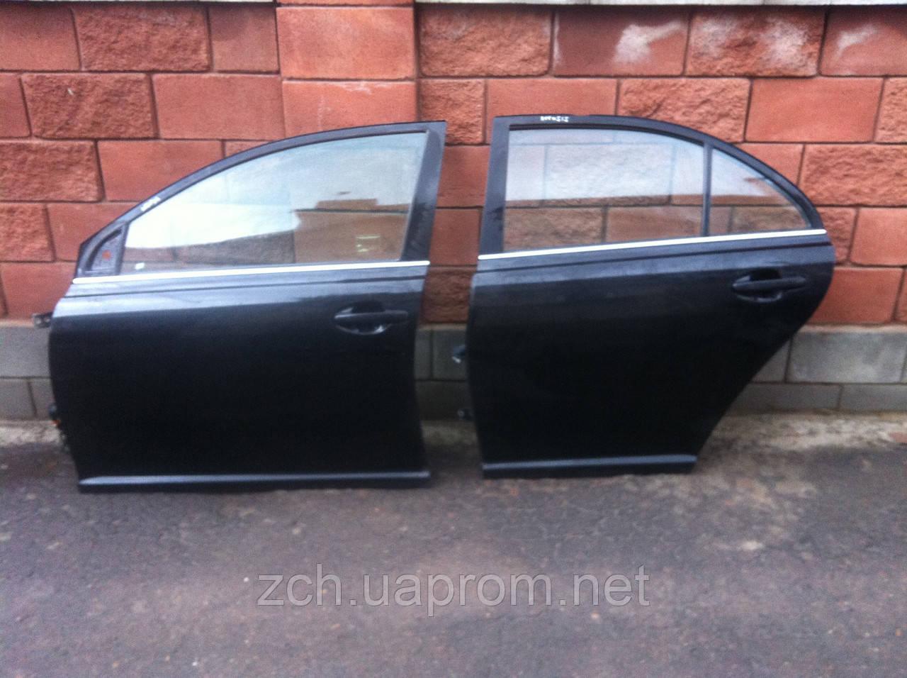 Двери передние Toyota Avensis