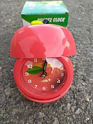 """Часы -будильник """"Красное яблоко"""" с фоторамкой"""