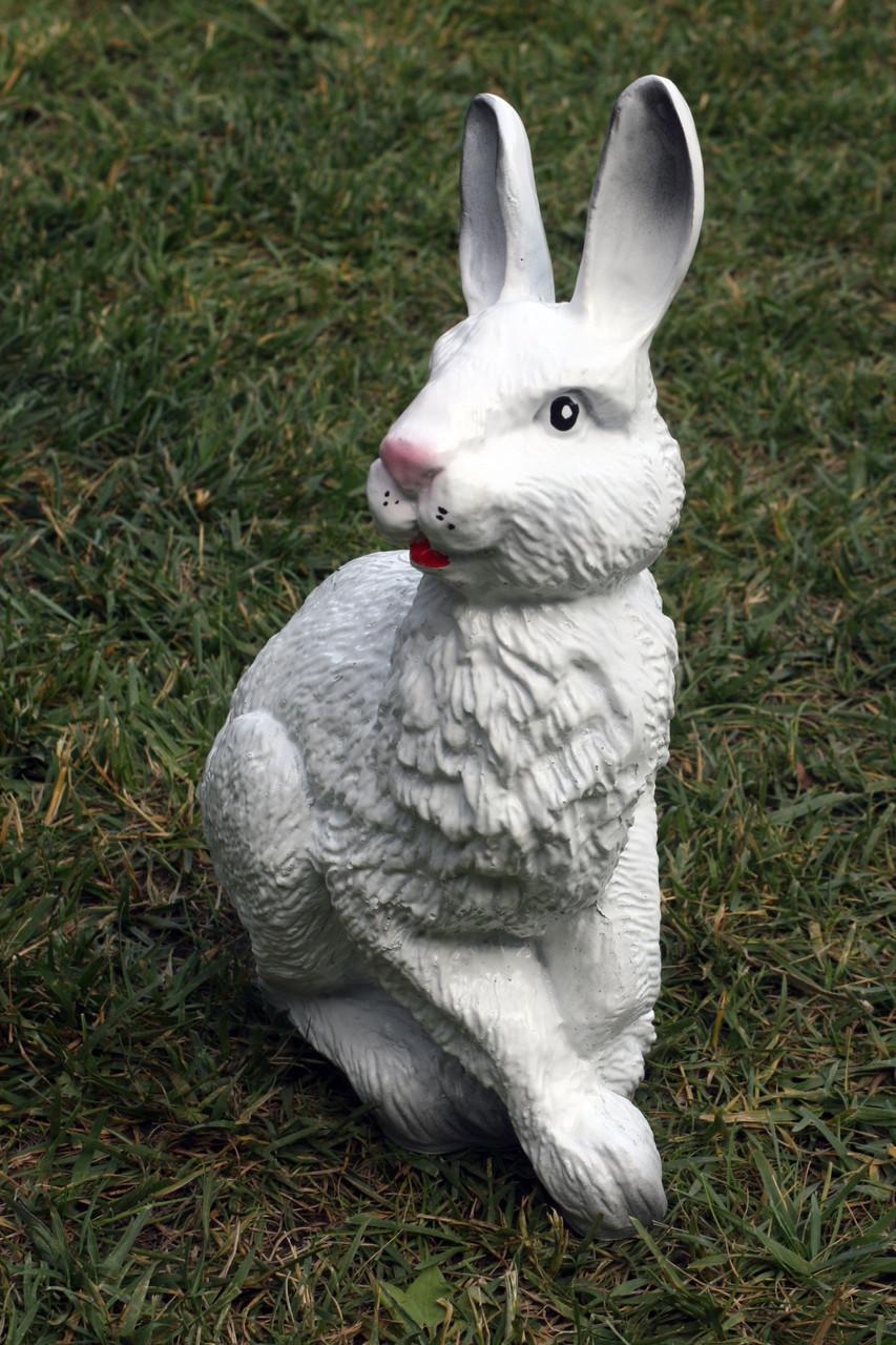Заяц сидящий
