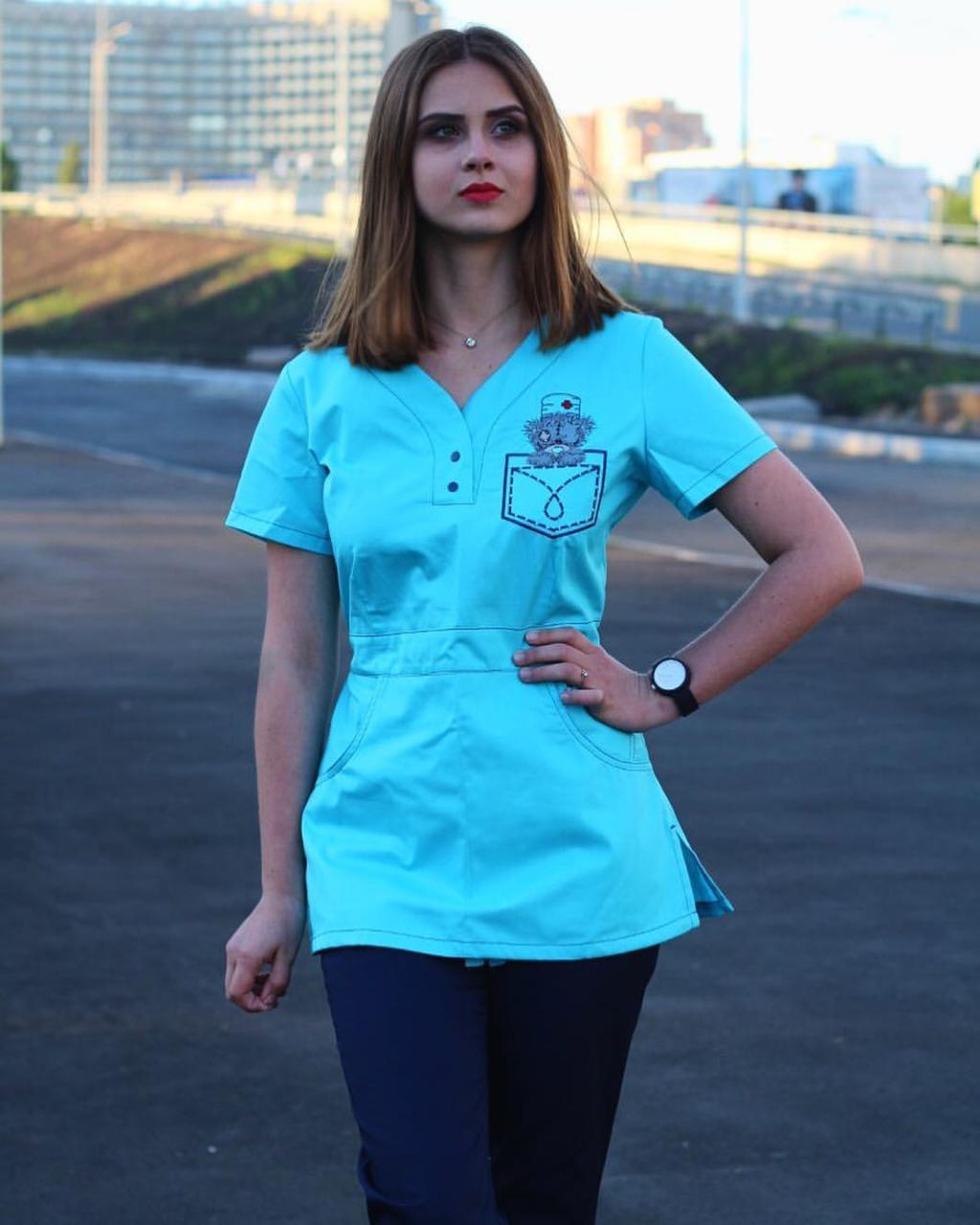 """Жіночий медичний костюм """"Тедді"""" з вишивкою"""