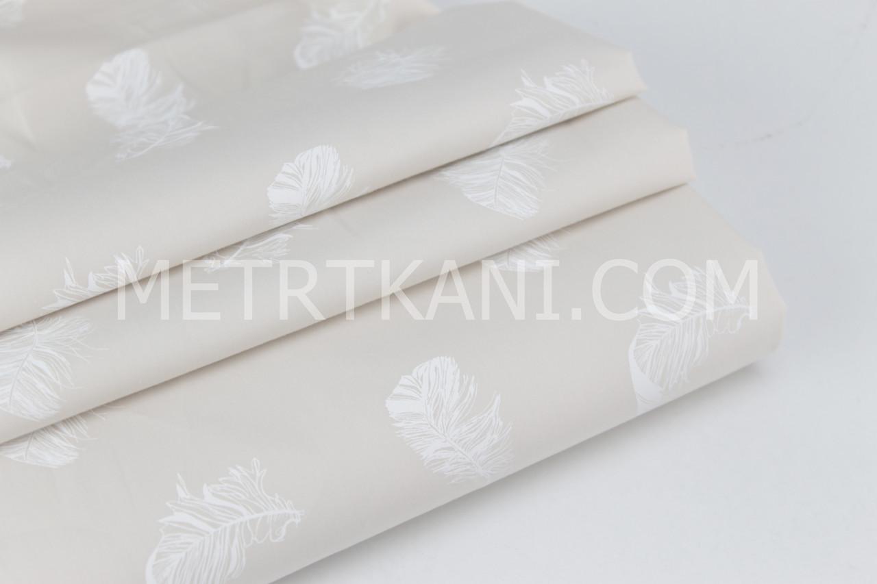 Бавовняна тканина Mist з білими перами на бежевому фоні №060